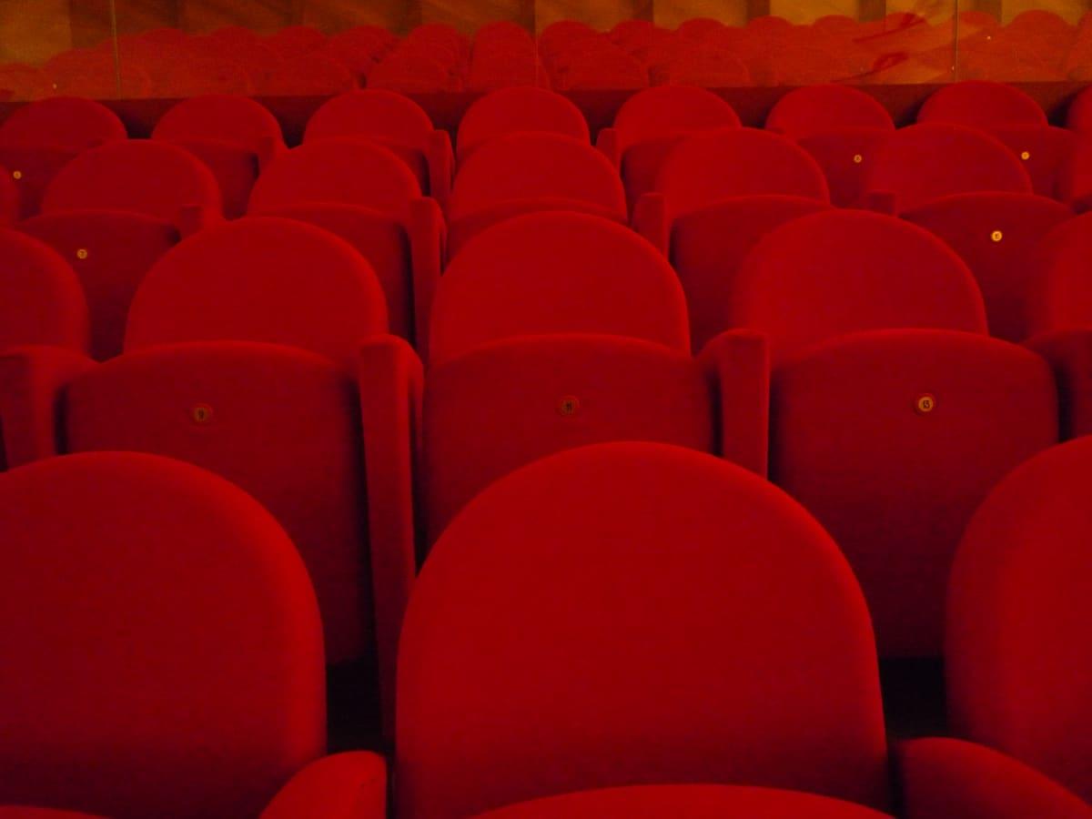Bänkar i biografsalong