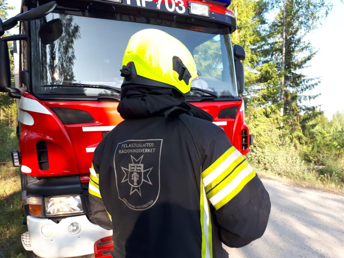 Brandman från österbottens räddningsverk.