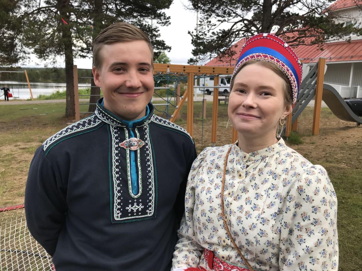 Serkukset Petteri Feodoroff ja Henna Lehtola kolttasaamelaisten 70-asuttamisjuhlissa.