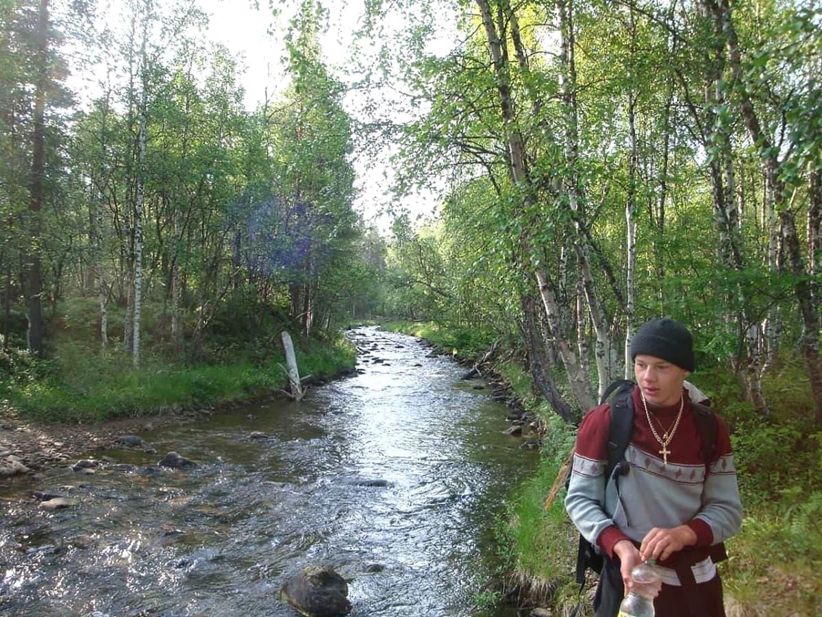 Jussi Peltola vaeltamassa Lapissa 2008-2009.