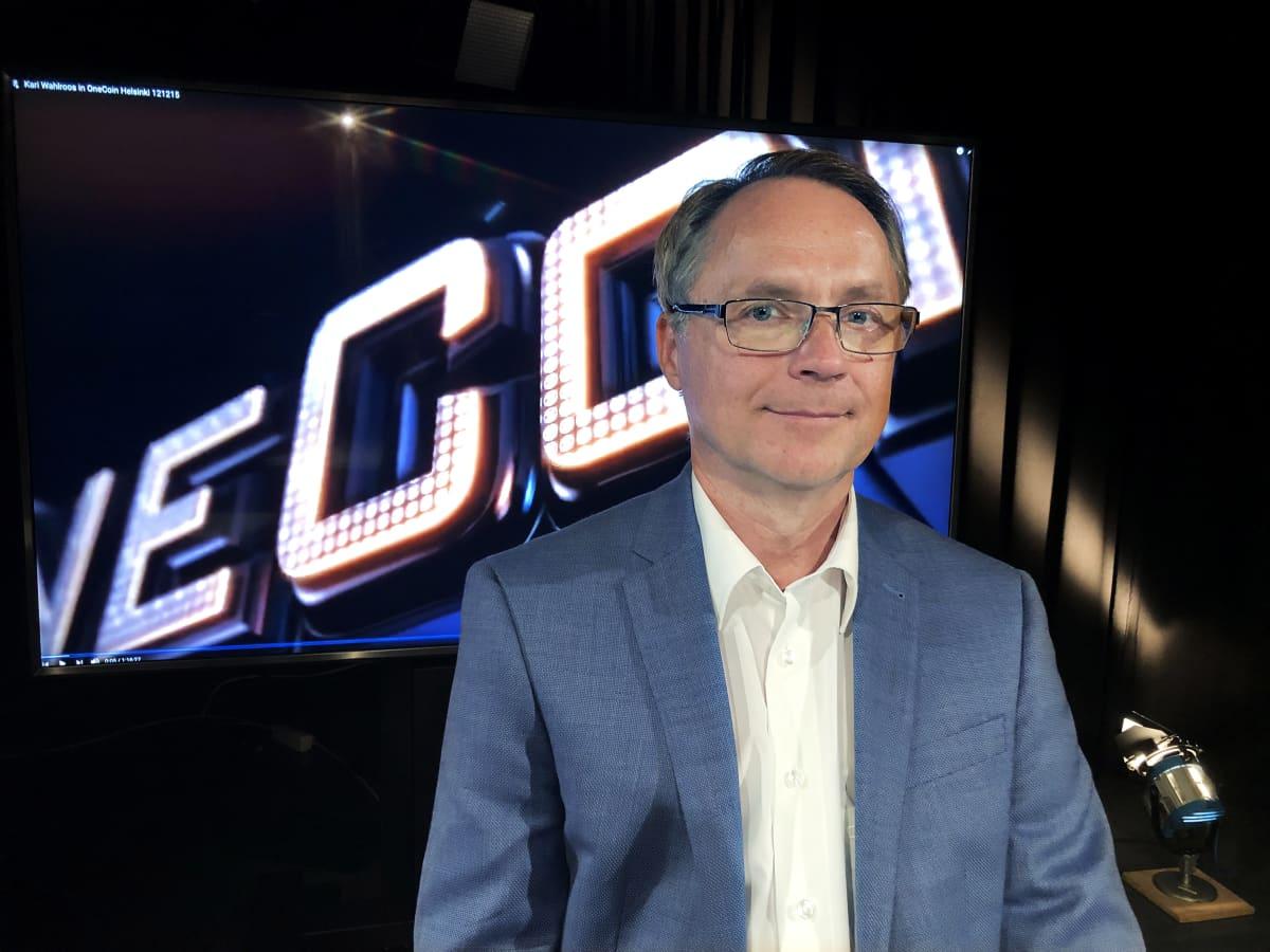 Petteri Järvinen MOT:n vieraana OneCoinia käsittelevässä ohjelmassa.