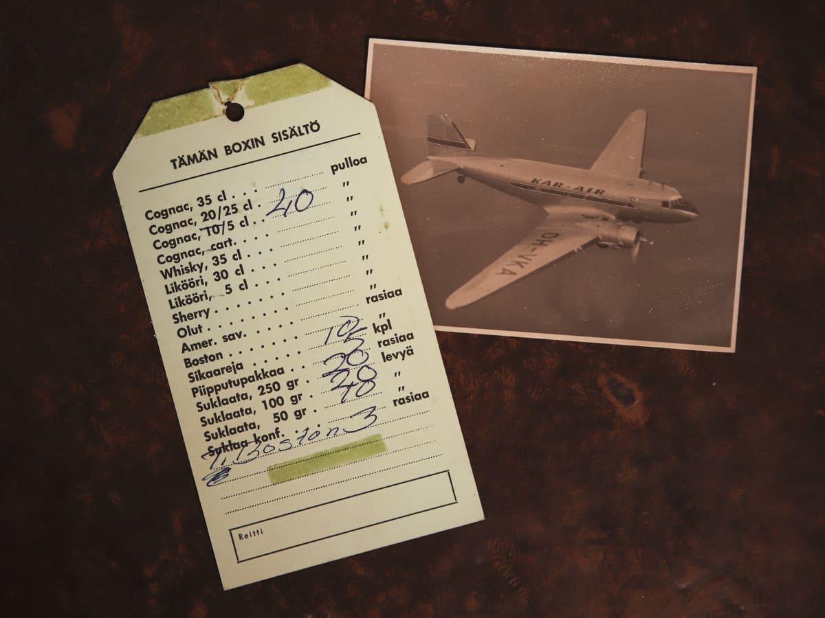 hinnasto ja kuva lentokoneesta