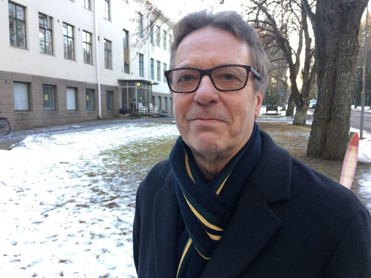 Seinäjoen kaupungin sosiaalityön tulosaluejohtaja Harri Lintala