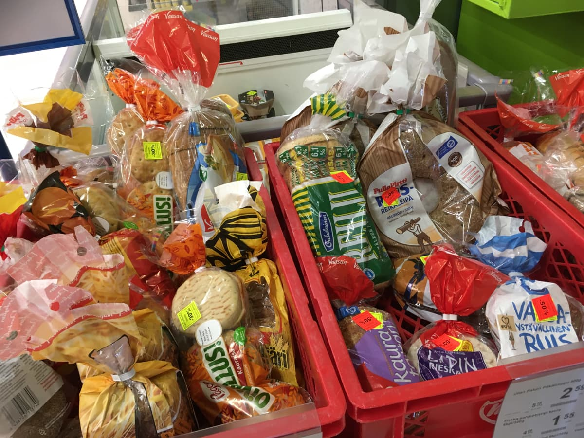 Leipää myynnissä alennettuun hintaan K-Supermarketissa Seinäjoella