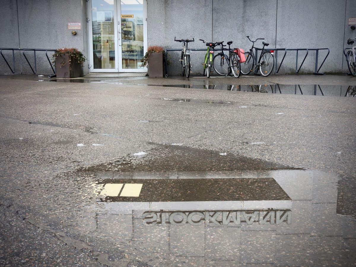 Stockmann-tavaratalon sisäänkäynti Itäkeskuksen Turunlinnantiellä.