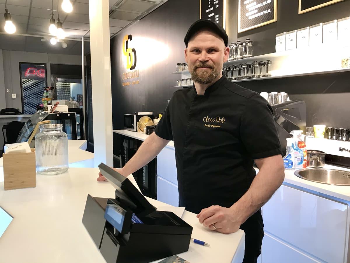 Choco Deli Oy:n yrittäjä Jouko Rajanen Rovaniemeltä