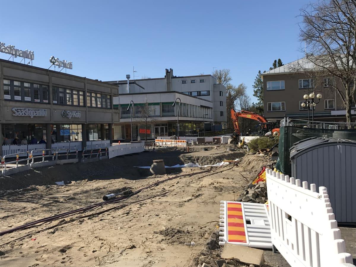 Torikatua remontoidaan Heinolan keskustassa.