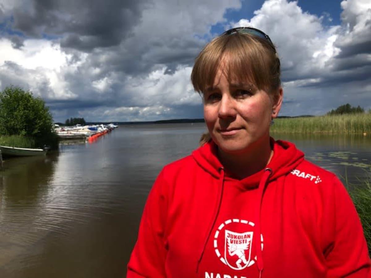 Vapaaehtoispelastaja Sanna Karjalainen Kouvolan järvipelastusasemalla Pyhäjärvellä