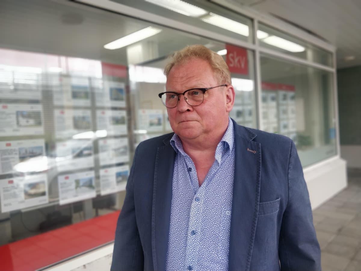Kuvassa on SKV Joensuun myyntijohtaja Kari Helvelahti.