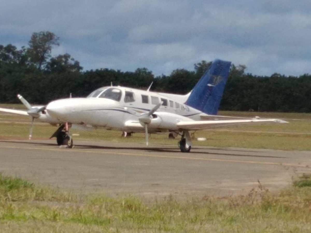 Huumesalakuljettajien käyttämä, kaksimoottorinen Cessna-pienkone.