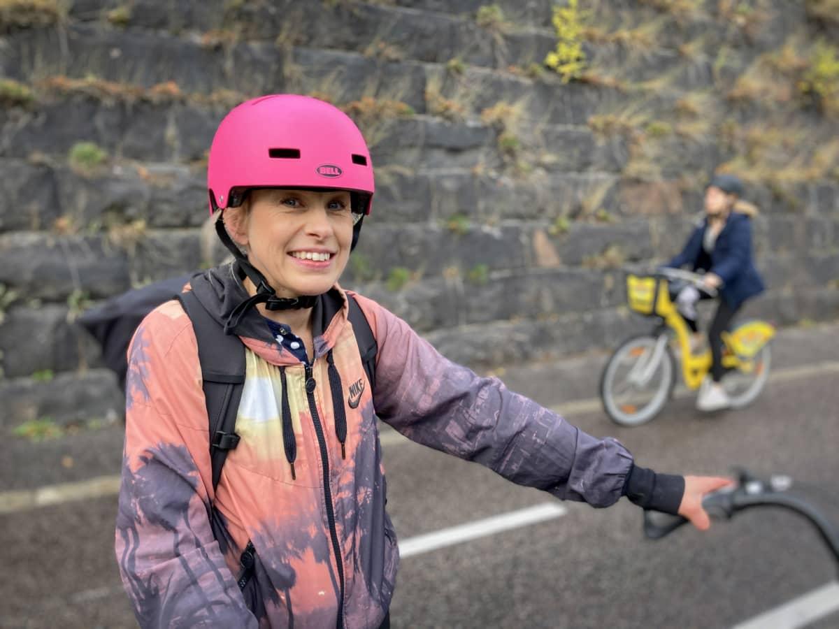 pyöräilijä Pauliina Kateisto hymyilee