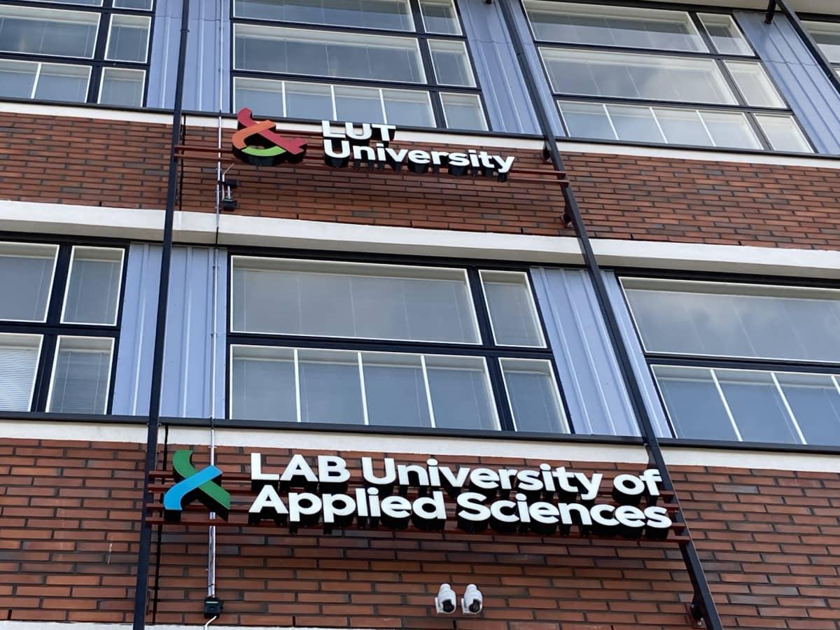 Ulkokuva LUT-yliopiston ja LAB-ammattikorkeakoulun Lahden kampuksen rakennuksesta.