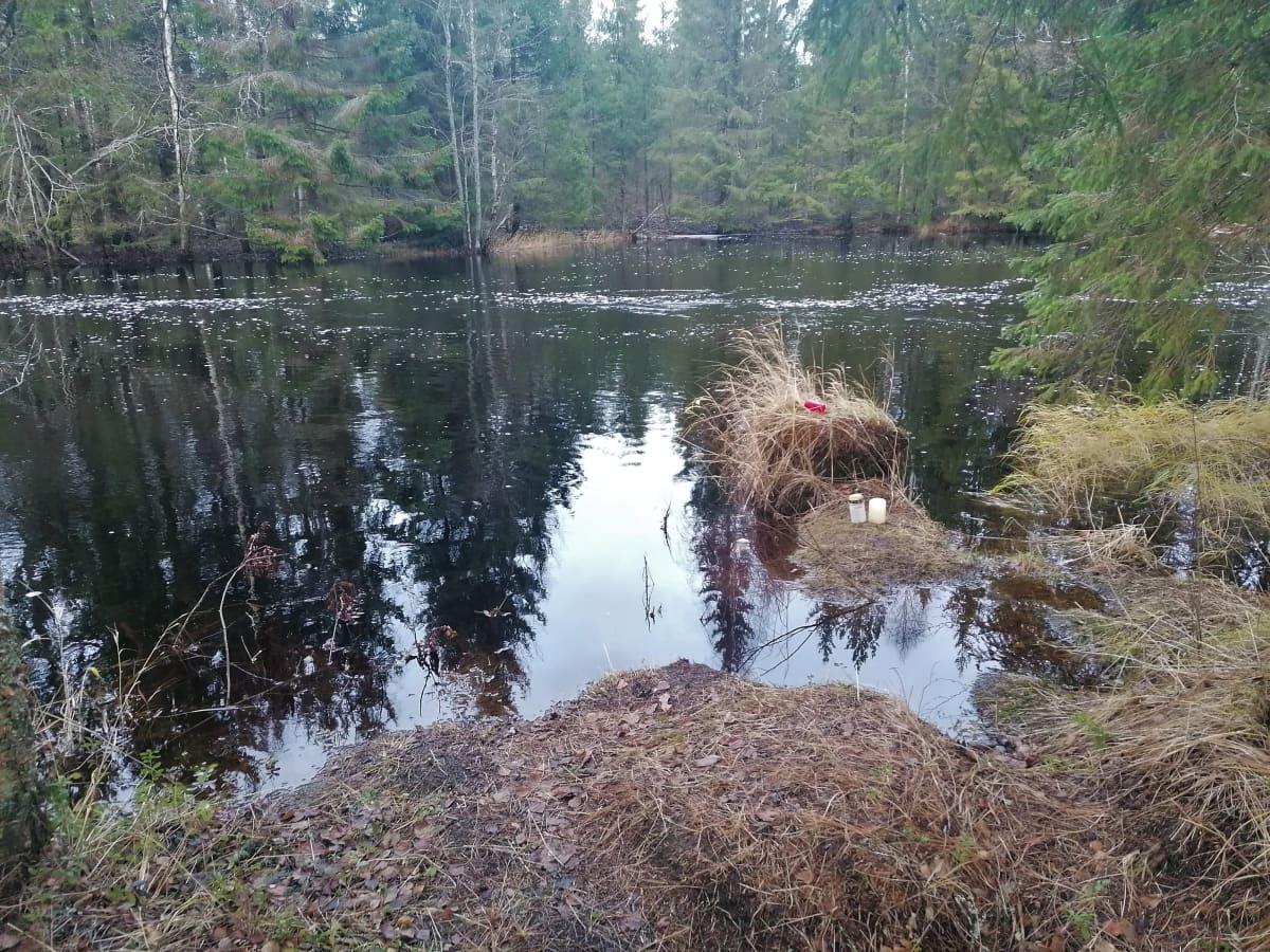 Kaustisella surmatun miehen ruumiin löytöpaikka Vetelissä Porasenjoella.