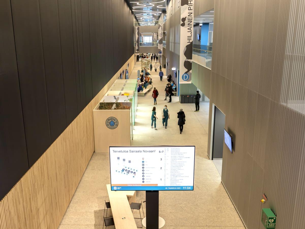 Sairaala Novan keskuskäytävä.