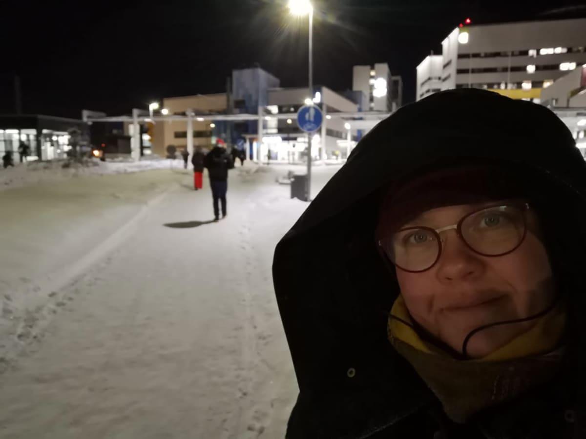 Hoitaja Ilona Fröjdin kuvia Tampereen yliopistollisen sairaalan koronaosastolta.