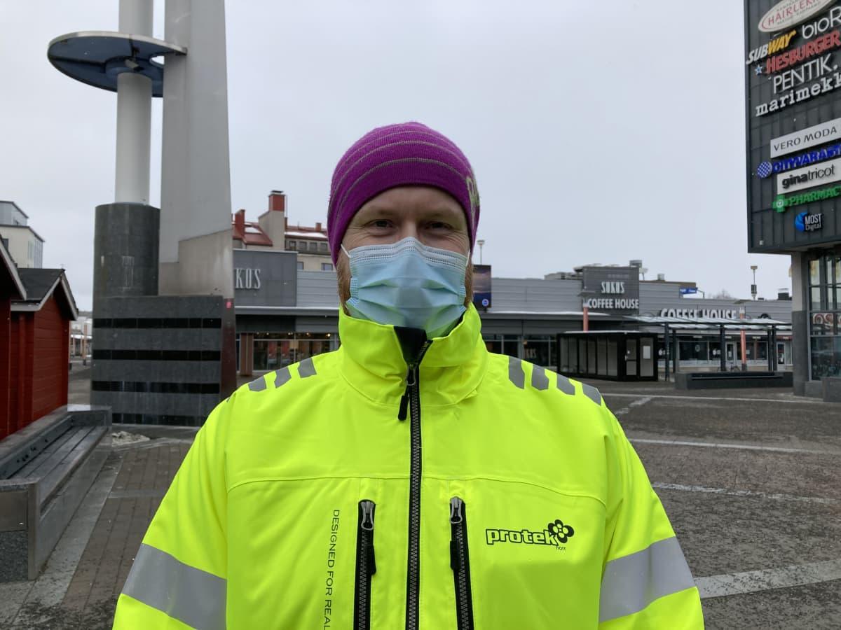 Rovaniemeläinen Jari Kettunen, joka käy töissä Ruotsin Kiirunassa.