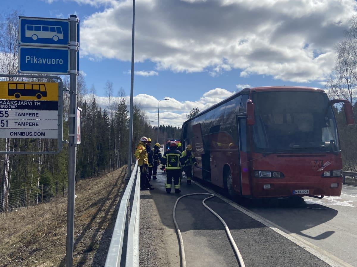 bussi paloi Sääksjärvellä