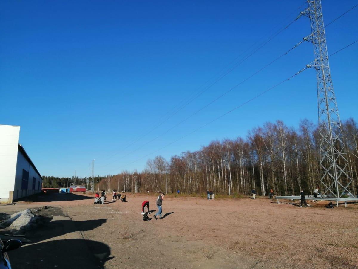 Nuoret saavat jatkossa kokoontua luvan kanssa RTV:n parkkipaikalla Kotkassa.