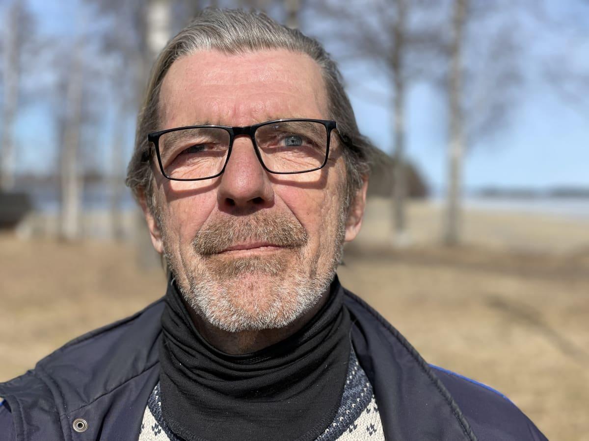 Lähikuva Tapio Osalan kasvoista.