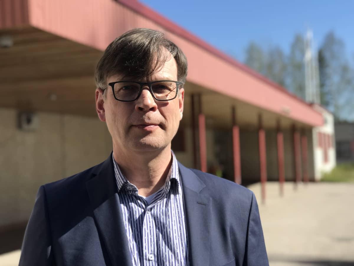 Lentävänniemen koulun rehtori Erkki Torvinen