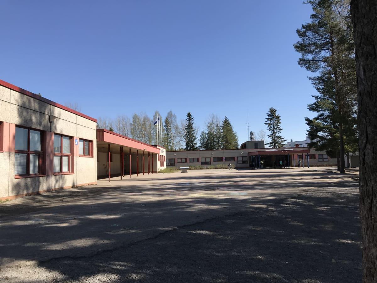 Lentävänniemen koulu