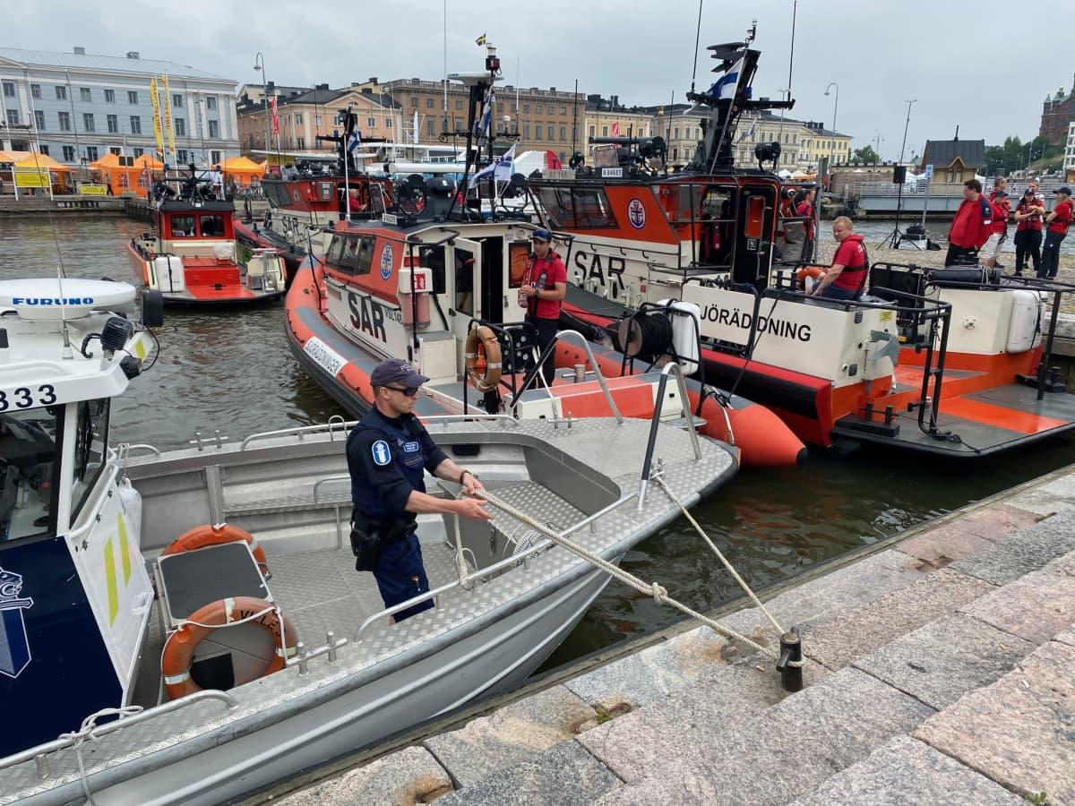 Meripelastusaluksia Helsingin Eteläsatamassa