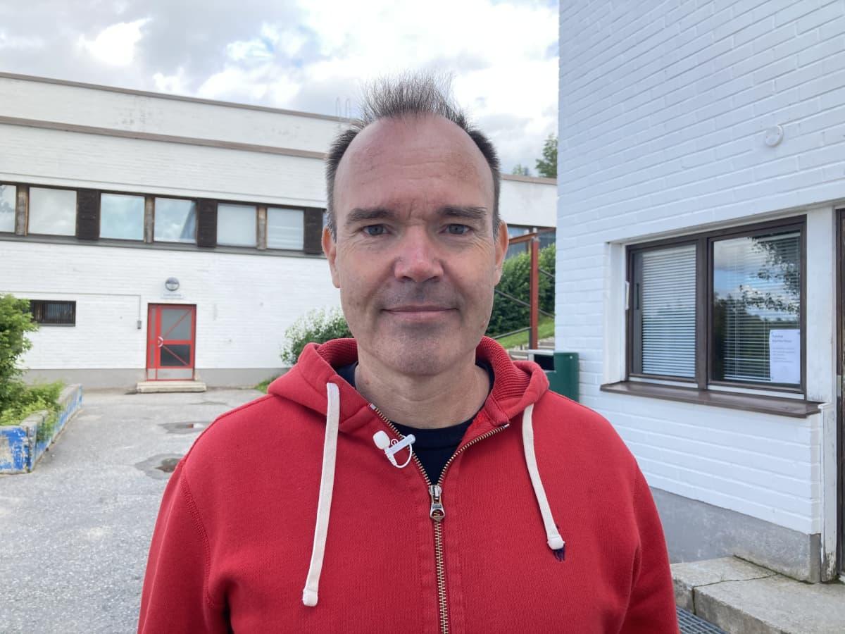 Peter Vesterbacka Sallan lukion pihalla