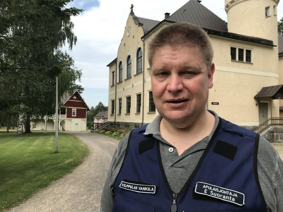 Vilppulan vankila on entinen koulukoti. Kuvassa apulaisjohtaja Esa Suoranta.