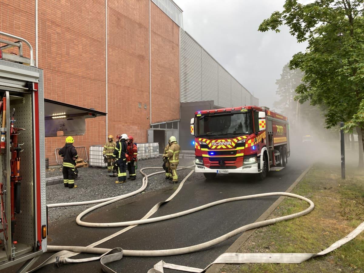 Joensuun harjoitusjäähallissa syttyi tulipalo.