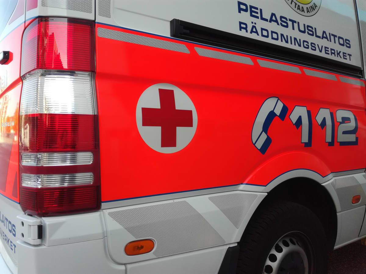 Lähikuva ambulanssista.
