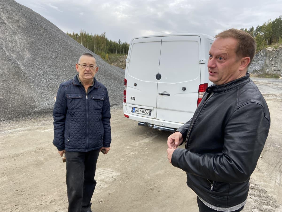 Jorma Rinne ja Petri Ylinen vanhalla louhoksella Seinäjoella.