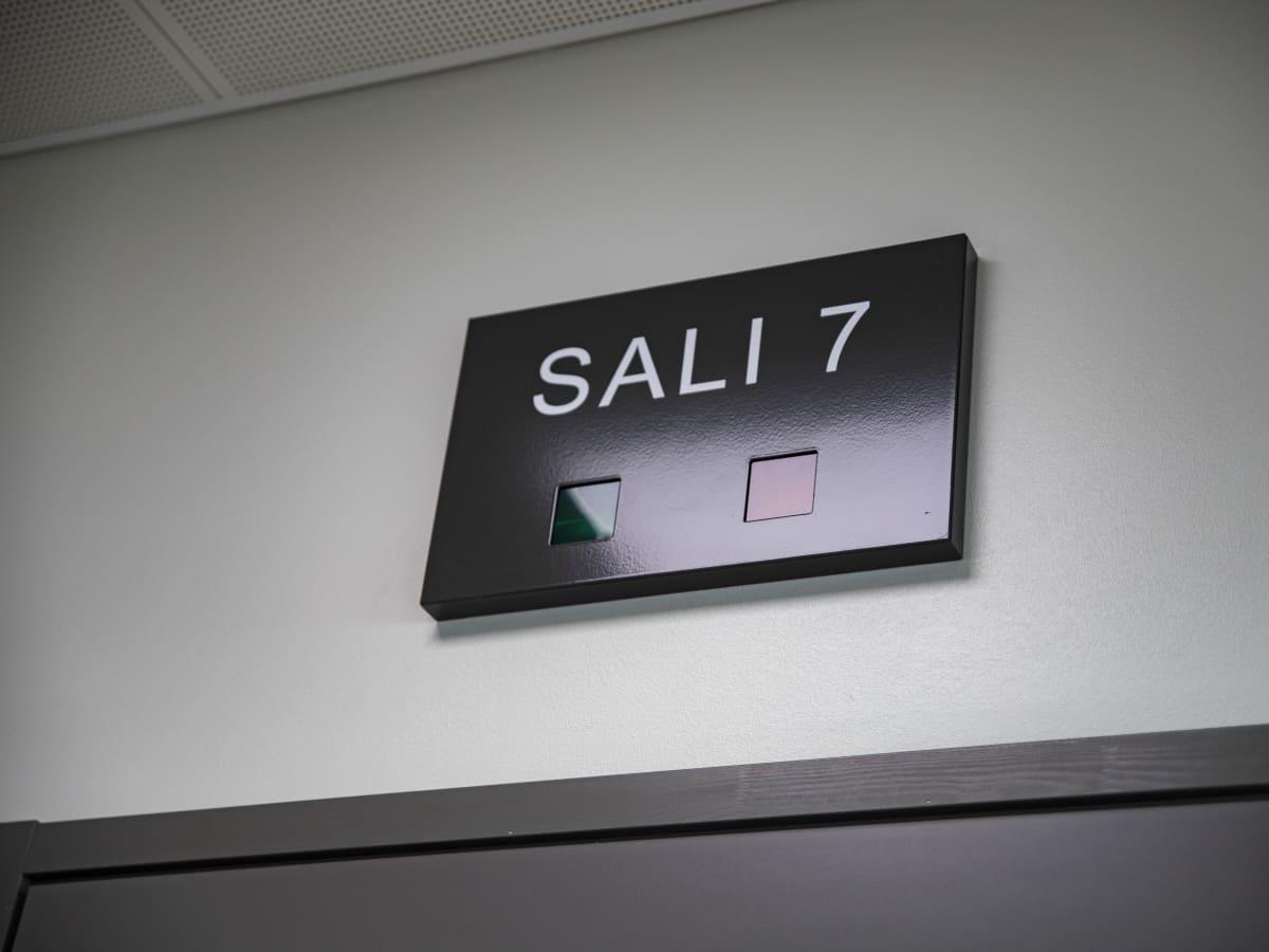 Sali 7-kyltti Lappeenrannan oikeustalolla.