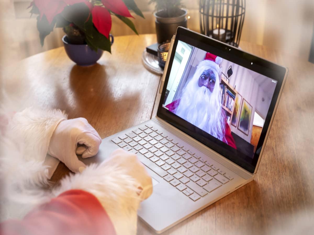 Joulupukki tietokoneen näytöllä.