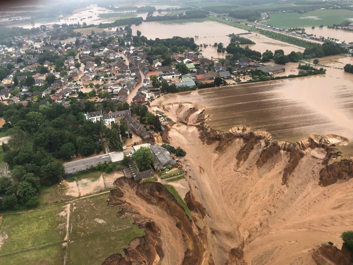 Tulvan tuhoja Erftstadtissa Saksassa.