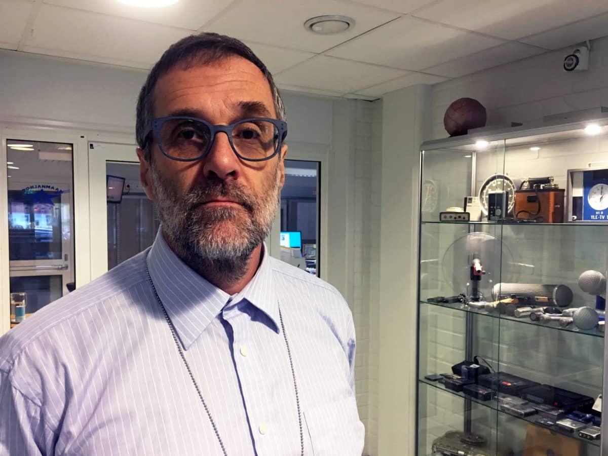 Läänineläinlääkäri Matti Nyberg Länsi- ja Sisä-Suomen aluehallintovirastosta kertoo, että huomautuksia on annettu tiloille mm. pitopaikkojen kunnosta ja puutteista kirjanpidosta.
