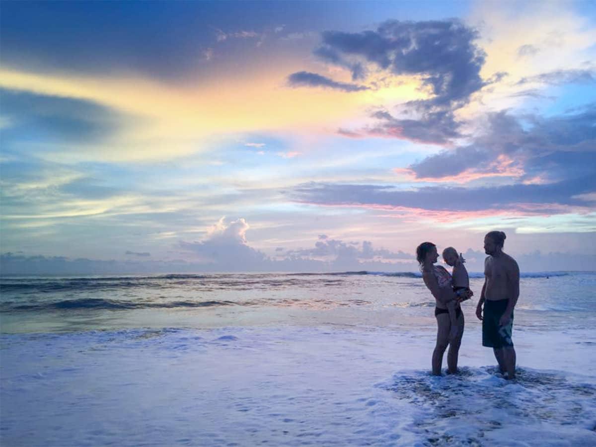 Eerika Arposalo, Samuli Luhtala ja heidän poikansa Myrsky viipyivät Balilla lopulta pari kuukautta.