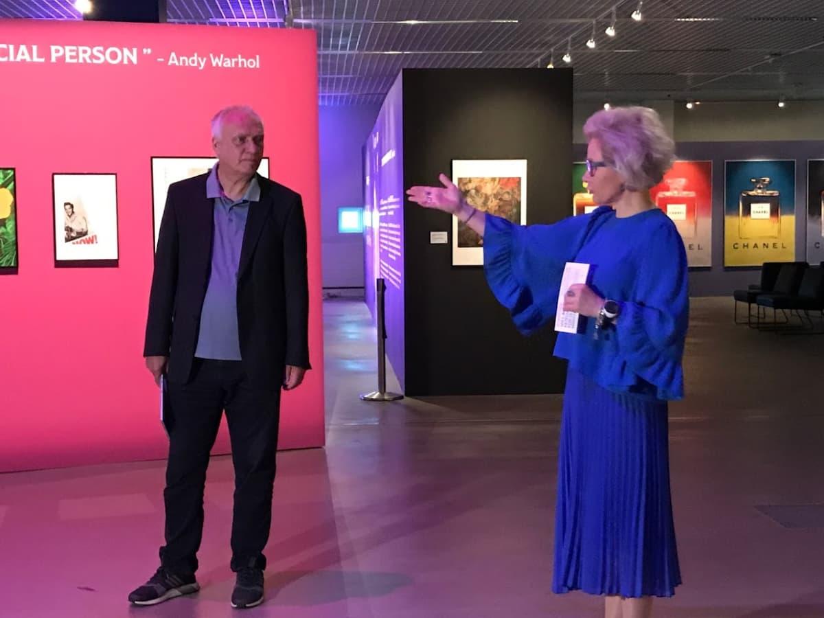 Paulina Ahokas esittelee Jürgen Döringin.