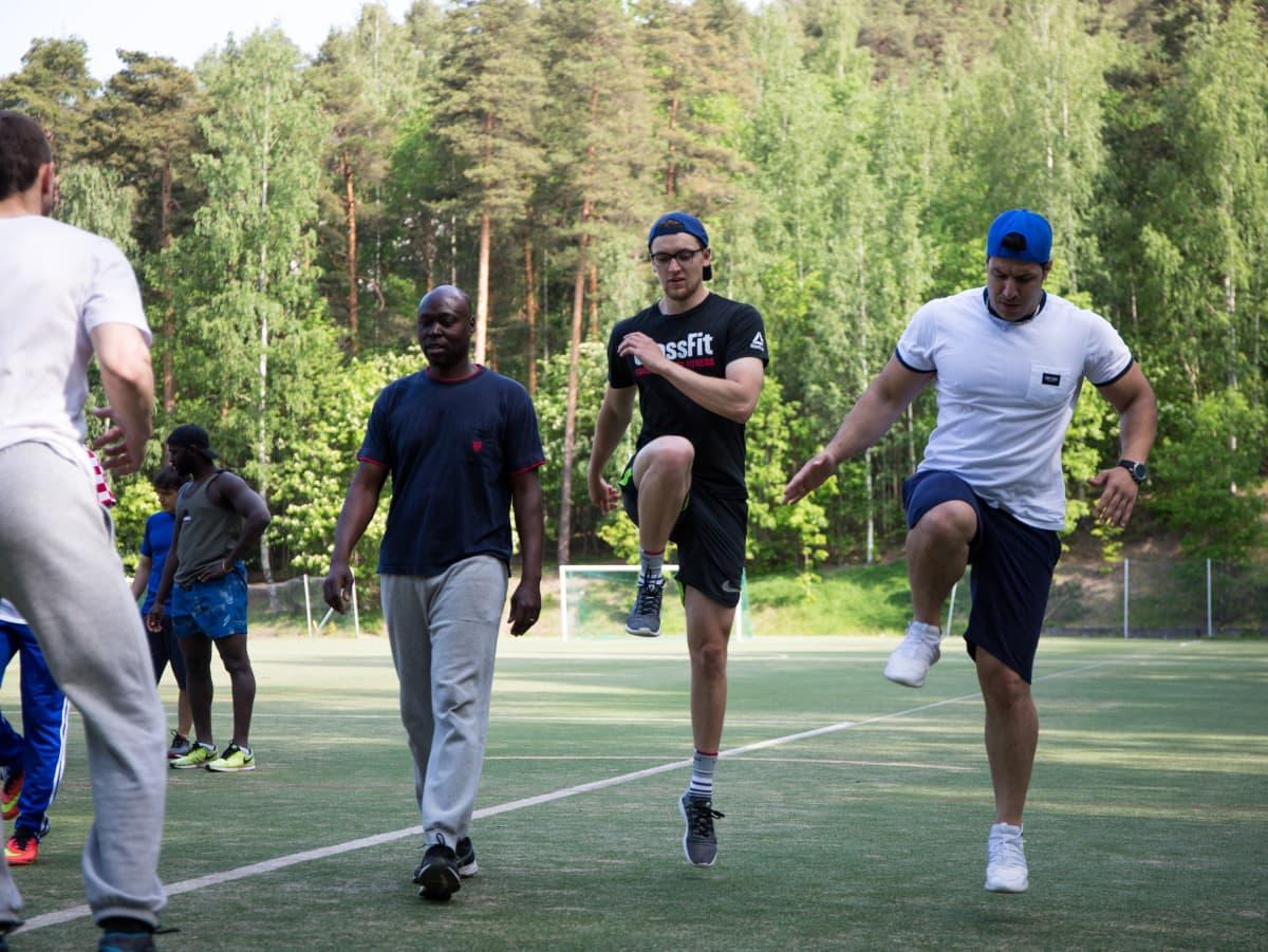 ULURVA-kurssin jäseniä Varalassa Tampereella