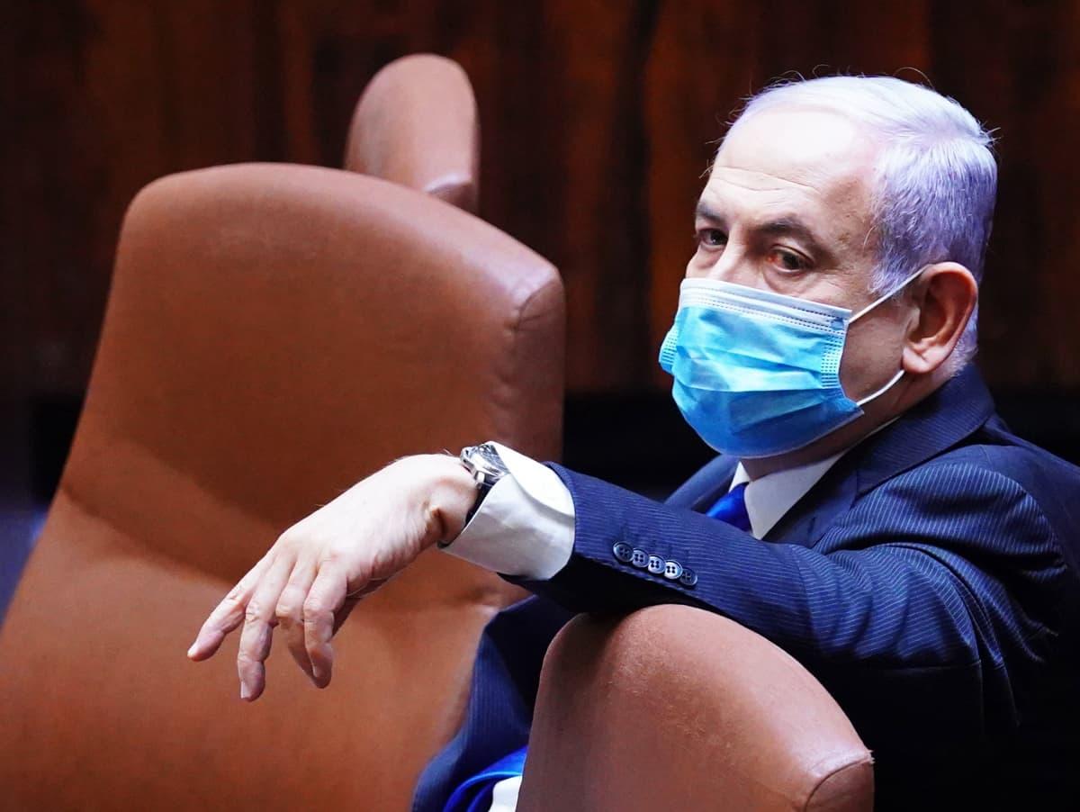 Benjamin Netanjahu Knessetin istunnossa.