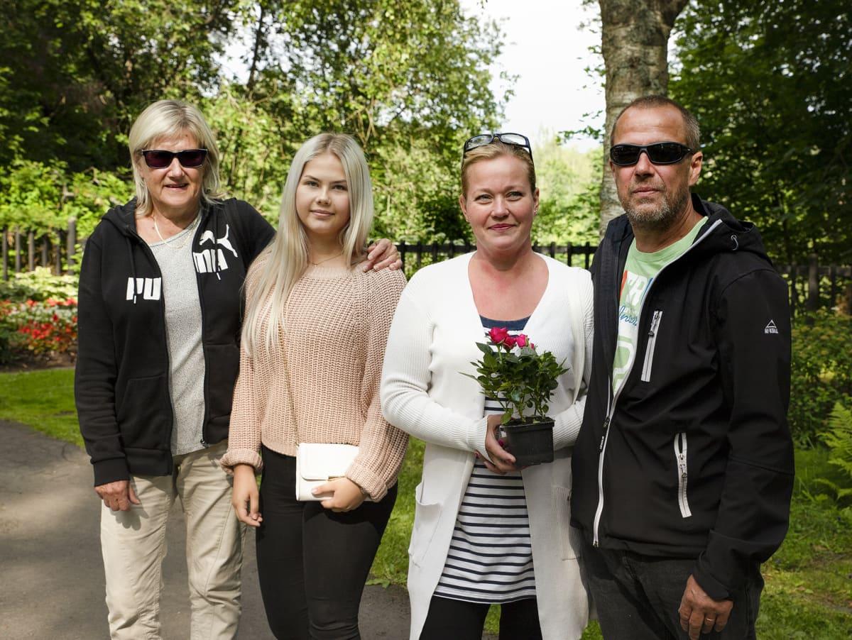 Leena, Iida, Piia ja Kari Patovuo.