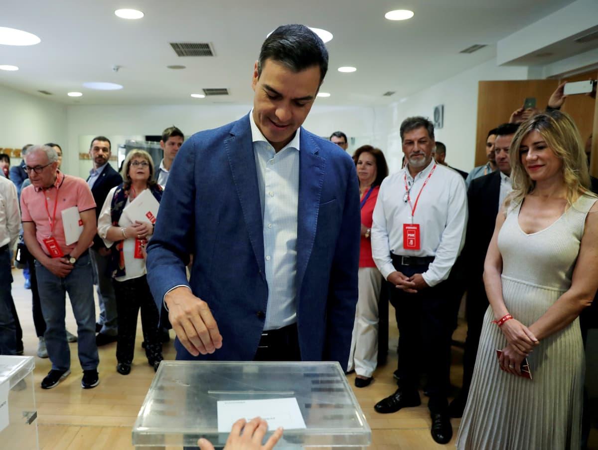Espanjan pääministeri Pedro Sánchez antoi äänensä sunnuntaina Madridissa.