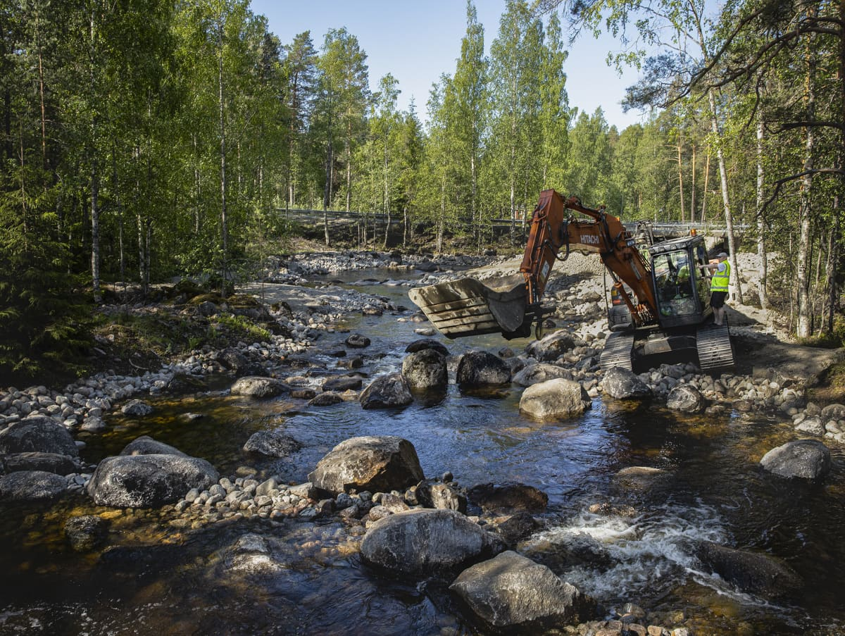 Mämmenkosken kalatietä rakennetaan.