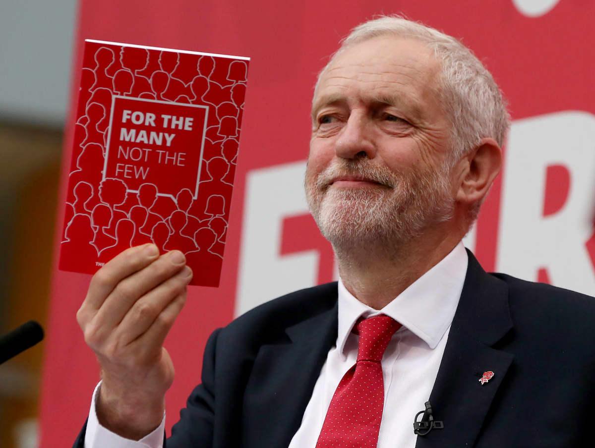 Työväenpuolueen johtajan Jeremy Corbyn esitteli puolueen vaaliohjelman Bradfordissa Pohjois-Englannissa 16. toukokuuta 2017.
