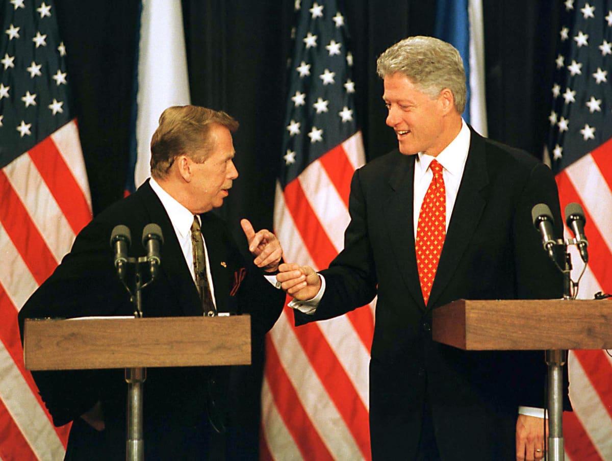 Tšekin tasavallan ja Tšekkoslovakian entinen presidentti Václav Havel ja USA:n presidentti Bill Clinton vuonna 1998.