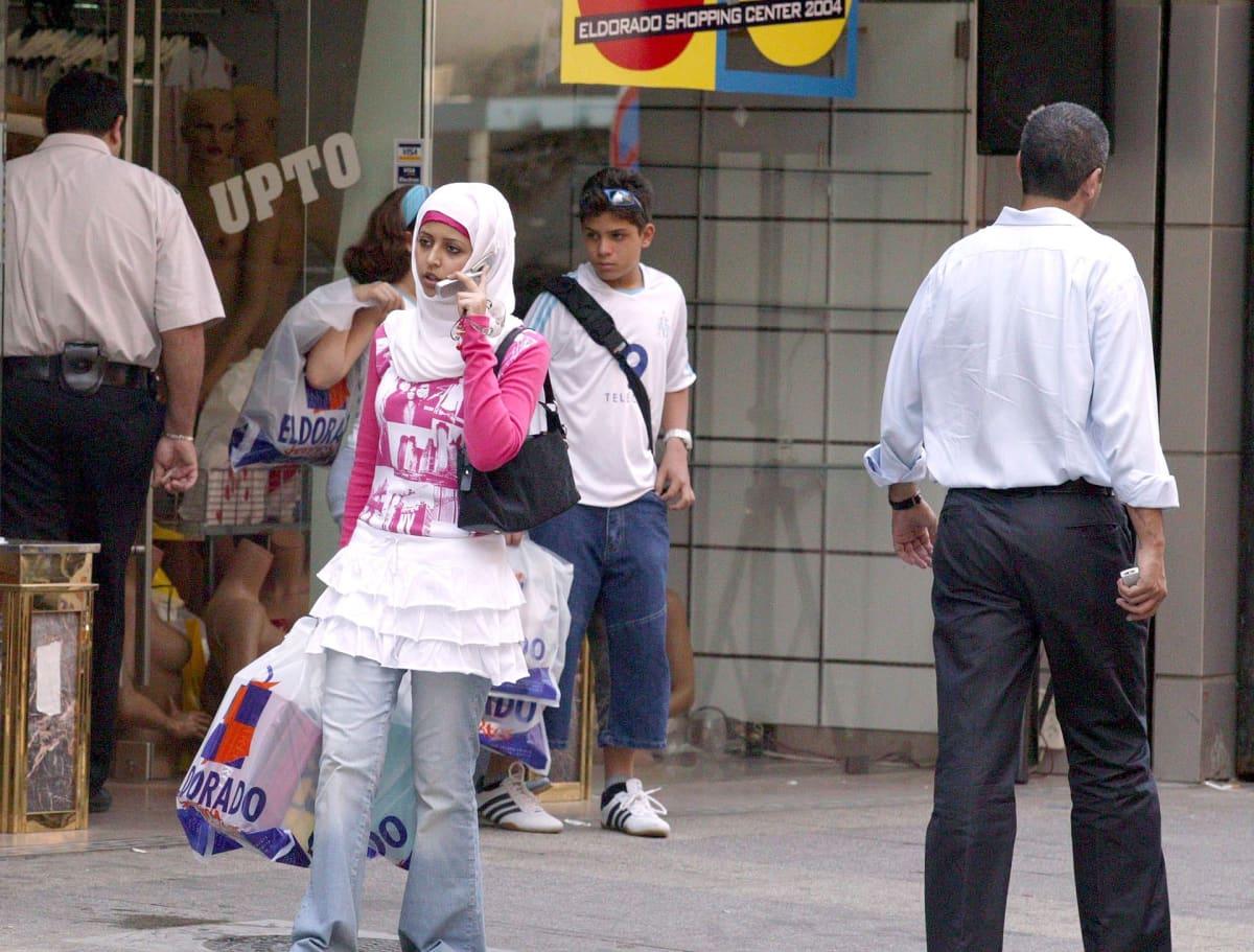 Turisteja Beirutissa.