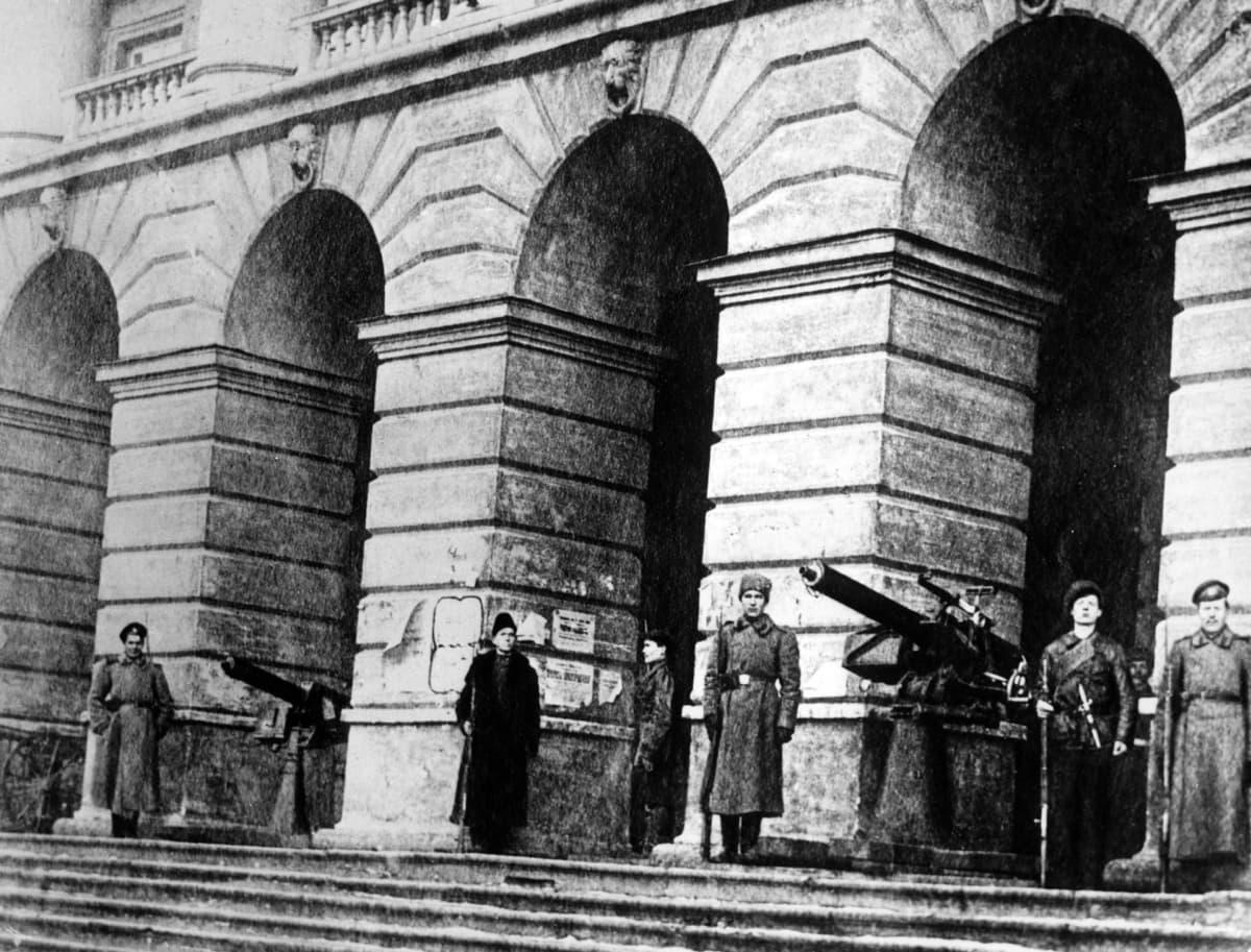 smolnan edusta lokakuun vallankumous tapahtumat Venäjällä