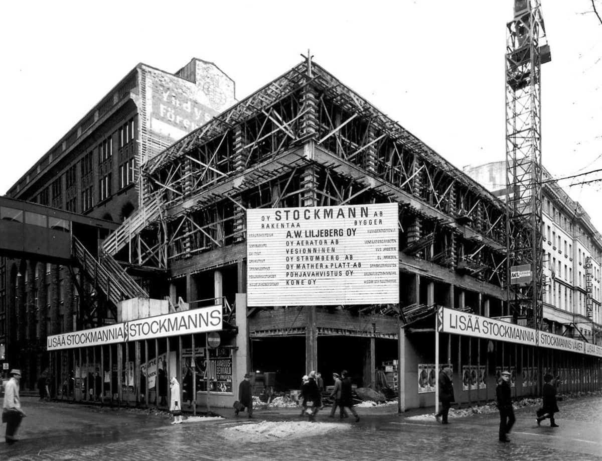 Uusi Kirjatalo rakenteilla vuonna 1968.