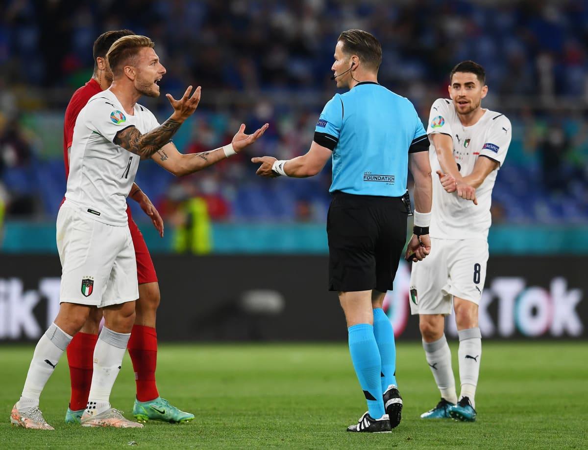 Italian pelaajat vaativat rangaistuspotkua
