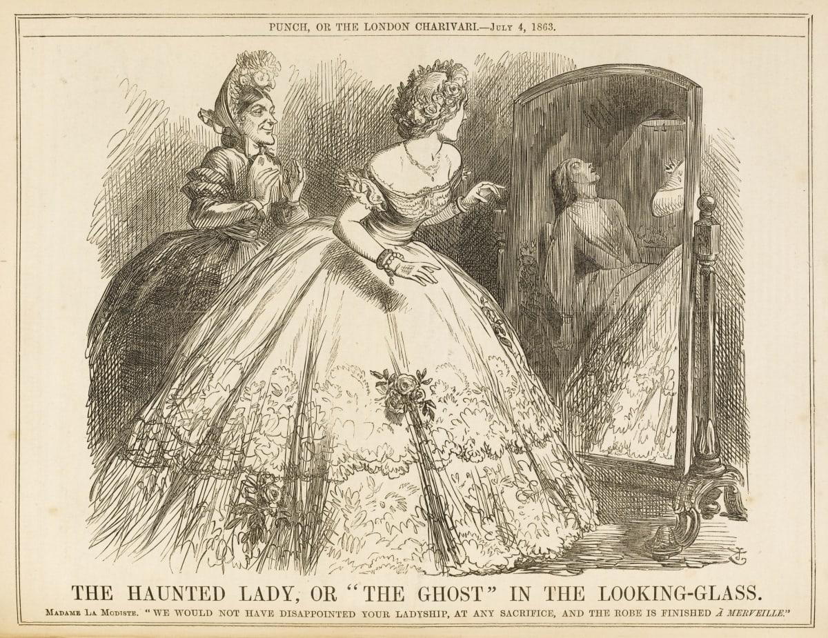 Nainen ihailee uutta pukuaan ja peilissä näkyy kuollut ompelijatar..
