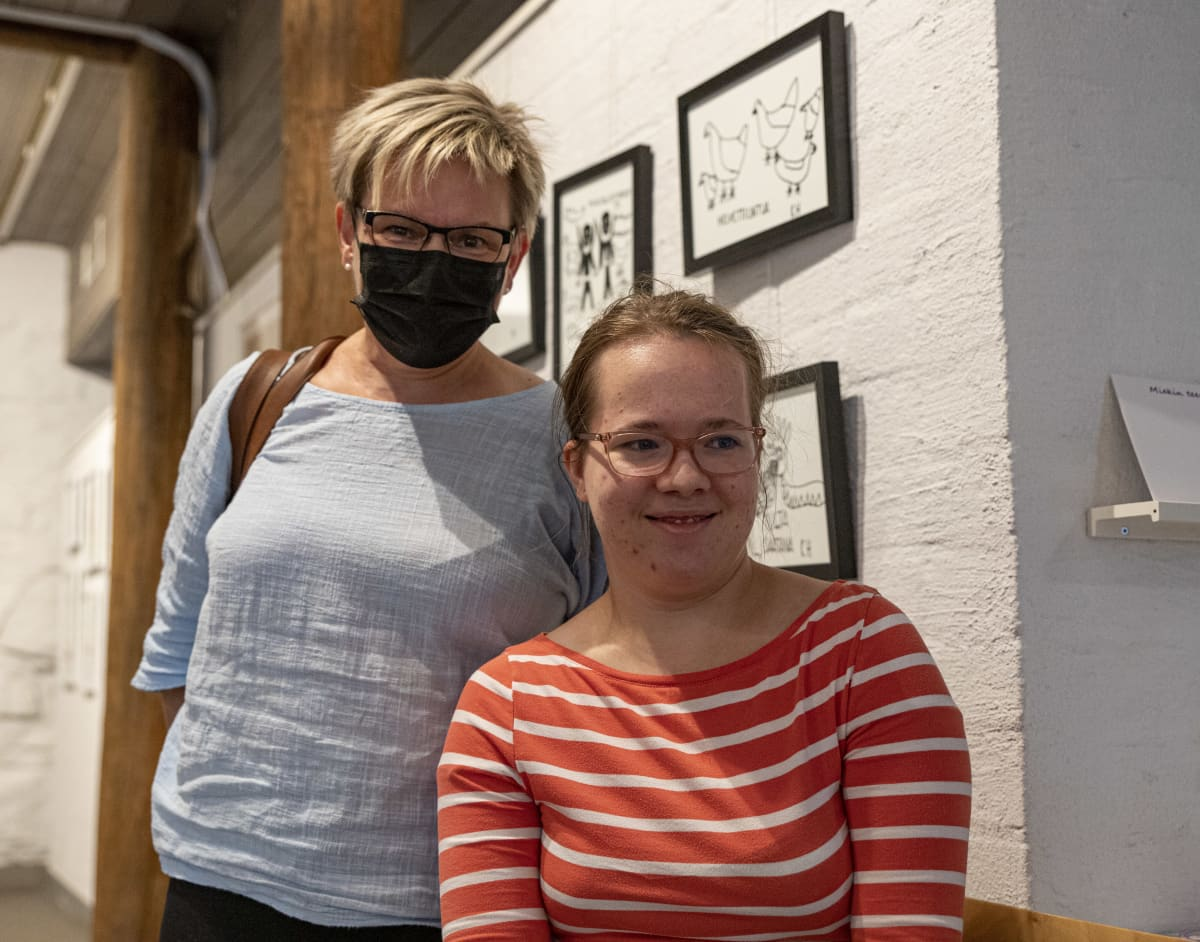 Lappeenrannan kehitysvammaisten tuki ry puheenjohtaja Mervi Hendunen ja hänen tyttärensä Ainomaaria.